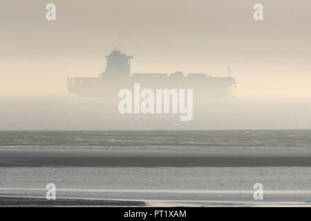 Westcliff on Sea, UK. 5th Oct, 2018. The container ship Santa Ursula heads towards DP World, London Gateway. Misty late afternoon view across the River Thames estuary towards Kent. Penelope Barritt/Alamy Live News - Stock Photo