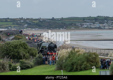 Penzance, Cornwall, UK. 6th October 2018. The flying Scotsman made it's first ever visit into Cornwall, arriving at Penzance this lunchtime, with onlookers packing the bridges and walkways alongside the track. Credit: Simon Maycock/Alamy Live News - Stock Photo