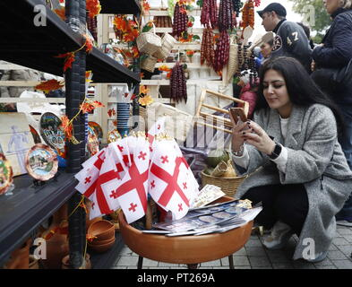 Moscow, Russia. 06th Oct, 2018. MOSCOW, RUSSIA - OCTOBER 6, 2018: Visitors at the annual 2018 Tbilisoba Festival of Georgian Culture at the Moscow Hermitage Garden. Artyom Geodakyan/TASS Credit: ITAR-TASS News Agency/Alamy Live News - Stock Photo