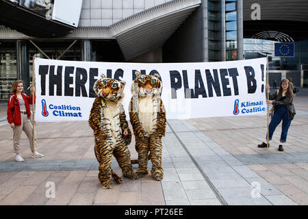 Brussels, Belgium. 6th Oct. 2018.Activists hold placards and chant slogans during a demonstration to demand immediate an action on climate change in front of European Parliament. Alexandros Michailidis/Alamy Live News - Stock Photo