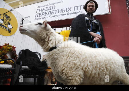 Moscow, Russia. 06th Oct, 2018. MOSCOW, RUSSIA - OCTOBER 6, 2018: A sheep at the annual 2018 Tbilisoba Festival of Georgian Culture at the Moscow Hermitage Garden. Artyom Geodakyan/TASS Credit: ITAR-TASS News Agency/Alamy Live News - Stock Photo