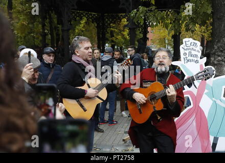 Moscow, Russia. 06th Oct, 2018. MOSCOW, RUSSIA - OCTOBER 6, 2018: Musicians perform at the annual 2018 Tbilisoba Festival of Georgian Culture at the Moscow Hermitage Garden. Artyom Geodakyan/TASS Credit: ITAR-TASS News Agency/Alamy Live News - Stock Photo