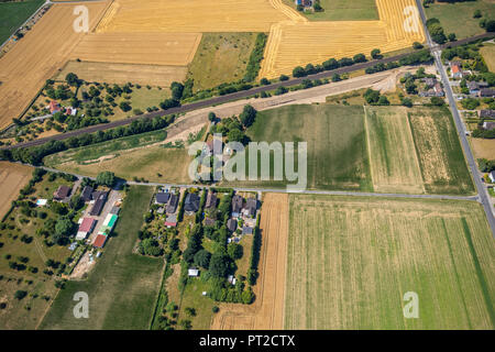 Noise dam in the Voerde area Im Hörken, sound insulation, earth embankment, railway line Arnheim -Oberhausen, continuation of the Betuweroute railway line extension line and new line, Voerde (Lower Rhine), Ruhr area, North Rhine-Westphalia, Germany - Stock Photo