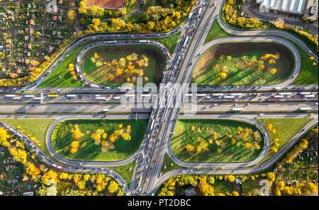 Motorway junction cloverleaf, A40 and A59 at Rush hour, traffic jams on the A40 near Duisburg, allotments, Kleingartenverein KGV Neuland, Kleingartenverein Berliner Brücke, Ruhr dike, Duisburg, Ruhr area, North Rhine-Westphalia, Germany - Stock Photo