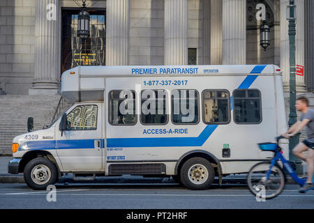 New York, USA. 05th Oct, 2018. Access A Ride transport. Credit: Erik McGregor/Pacific Press/Alamy Live News - Stock Photo
