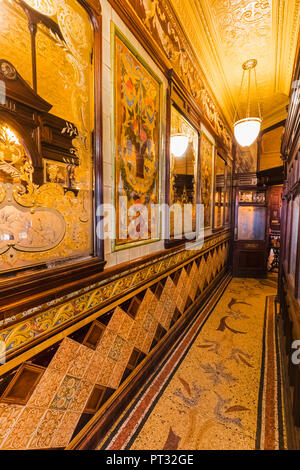 England, London, Holborn, Princess Louise Pub - Stock Photo