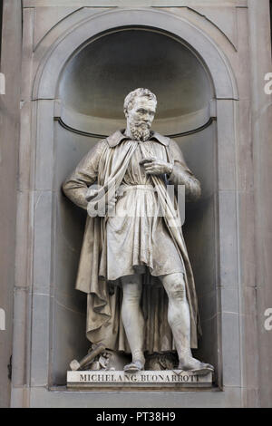 Italian Renaissance sculptor Michelangelo Buonarroti. Marble statue by Italian sculptor Emilio Santarelli on the facade of the Uffizi Gallery (Galleria degli Uffizi) in Florence, Tuscany, Italy. - Stock Photo