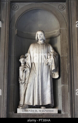 Italian Renaissance statesman Lorenzo de' Medici also known as Lorenzo the Magnificent. Marble statue by Italian sculptor Gaetano Grazzini on the facade of the Uffizi Gallery (Galleria degli Uffizi) in Florence, Tuscany, Italy. - Stock Photo
