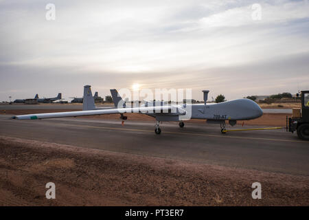 Since 2014, the French army has been using Reaper drones to carry out intelligence and surveillance missions. At the Niamey Air Base in Niger, these aircraft 'revolutionized operations' against the jihadists. Niamey - Niger - december 2015. Depuis 2014, l'armée française utilise des drones Reaper pour assurer des missions de renseignement et de surveillance. Sur la base aérienne de Niamey, au Niger, ces appareils ont «révolutionné les opérations» contre les jihadistes. Niamey - Niger - décembre 2015. - Stock Photo