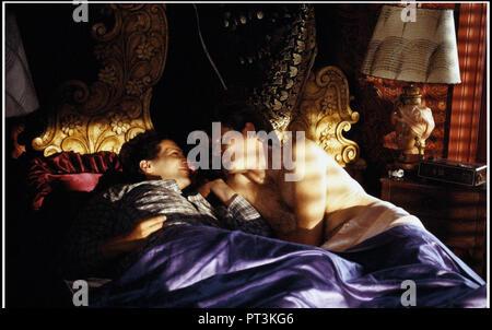 Prod DB © New Line Cinema - Howard Gottfried/Ronald K. Fierstein Production / DR TORCH SONG TRILOGY de Paul Bogart 1988 USA avec Harvey Fierstein et B - Stock Photo