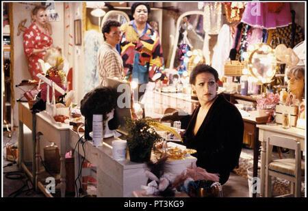 Prod DB © New Line Cinema - Howard Gottfried/Ronald K. Fierstein Production / DR TORCH SONG TRILOGY de Paul Bogart 1988 USA avec Harvey Fierstein trav - Stock Photo