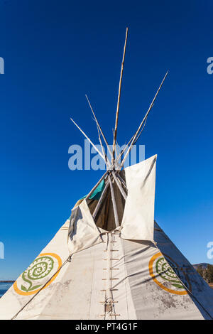 Canada, Quebec, Gaspe Peninsula, Gesgapegiag, Mic-Mac First Nations tee-pees by the Baie des Chaleurs - Stock Photo