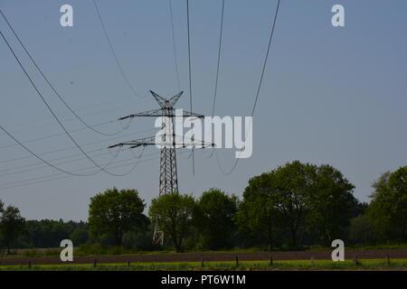 Strommast       Hintergrund      Freileitungsmast - Stock Photo