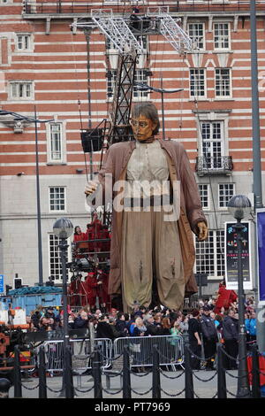 Liverpool, UK. 7th October 2018. Day 3 of the Royal De Luxe Giant Spectacular, The big giant walks along The Strand on his last ever day in Liverpool. Credit: Ken Biggs/Alamy Live News. - Stock Photo