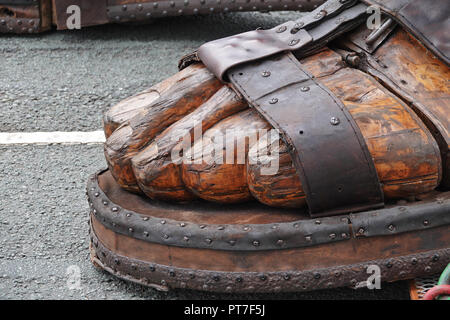 Liverpool, UK. 7th October 2018. Finale to Day 3 of the Royal De Luxe Giant Spectacular, close up of the big giant's feet and sandal.Credit: Ken Biggs/Alamy Live News. - Stock Photo