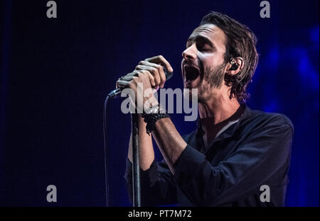 Southampton, UK. 7th October, 2018. Tom Smith of Editors performing live on the first night of their October UK tour at o2 Southampton Guildhall, UK. Credit: Nikki Courtnage/Alamy Live News. - Stock Photo