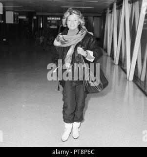 British Actress Elaine Paige arriving at Heathrow airport in 1985 - Stock Photo