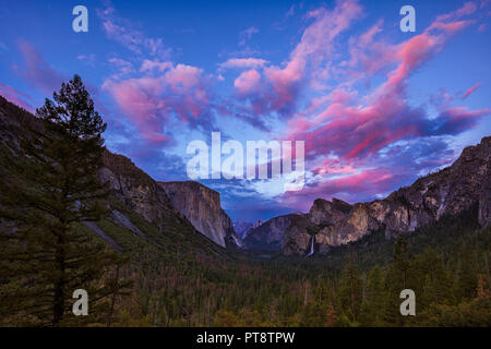 Just after sunset at Tunnel View in Yosemite National Park - Stock Photo