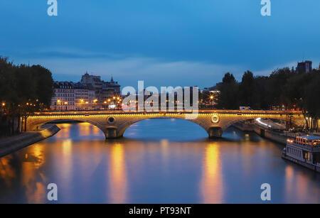 The pont Louis-Philippe is a bridge across the river Seine in Paris. It links the Quai de Bourbon on the Ile Saint Louis with the Saint Gervais neighb - Stock Photo