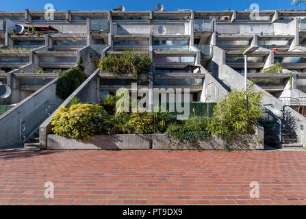 Alexandra Road Estate (also known as Rowley Way) Camden. Designed by the architect Neave Brown. Brutalist but low enough to be on a human scale. - Stock Photo