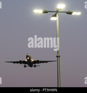 Richmond, British Columbia, Canada. 28th Sep, 2018. A China Eastern Airlines Airbus A330 wide-body jet airliner on short final approach for landing. Credit: Bayne Stanley/ZUMA Wire/Alamy Live News - Stock Photo