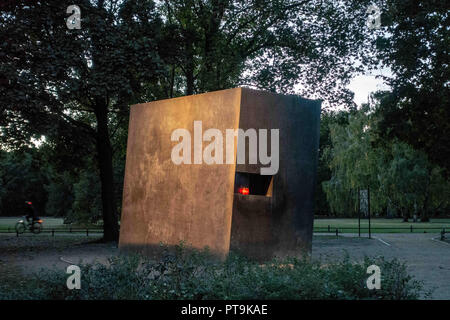 Berlin, Berlin, Germany. 7th Oct, 2018. A general view of the Memorial to Homosexuals Persecuted Under Nazism (German: Denkmal für die im Nationalsozialismus verfolgten Homosexuellen) at Tiergarten park in the central Mitte district, Berlin, Germany, October 7, 2018. The monument which was opened on 27 May 2008, was designed by artists Michael Elmgreen and Ingar Dragset. It honors the thousands of homosexuals persecuted by the Nazis between 1933 and 1945. Credit: Omer Messinger/ZUMA Wire/Alamy Live News - Stock Photo