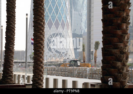 Doha / Qatar – October 8, 2018: A styalised image of Sheikh Tamim bin Hamad al Thani created by Ahmed Almaadheed on the side of a building in central Doha Credit: Dominic Dudley/Alamy Live News - Stock Photo