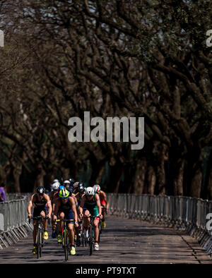 Buenos Aires, Argentina. 08th Oct, 2018. Athletes of the triathlon of the Youth Olympic Games Buenos Aires 2018, in the Green Park, in Palermo, Buenos Aires, Argentina. Credit: Marcelo Machado de Melo/FotoArena/Alamy Live News - Stock Photo