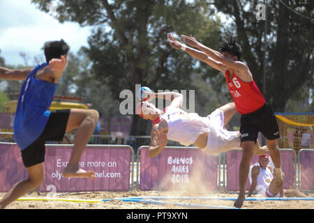 Buenos Aires City, Argentina. 08th Oct, 2018. Spain's Domingo Luis Mosquera (C) in action against Thailand during the Buenos Aires 2018 Youth Olympic Games handball event, at the Promenade of the Coast, in Buenos Aires, Argentina, 08 October 2018. Credit: Juan Ignacio Roncoroni/EFE/Alamy Live News - Stock Photo