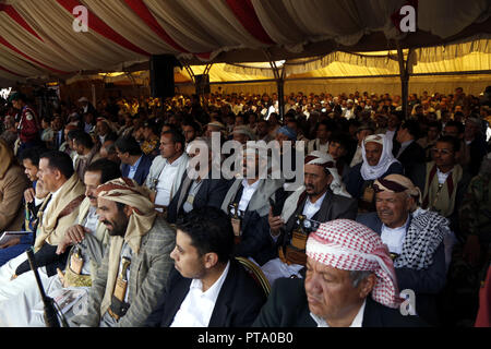 Sanaa, Yemen. 8th Oct, 2018. People attend a commemoration for the victims on the second anniversary of a 2016 funeral hall airstrike in Sanaa, Yemen, on Oct. 8, 2018. Credit: Mohammed Mohammed/Xinhua/Alamy Live News - Stock Photo