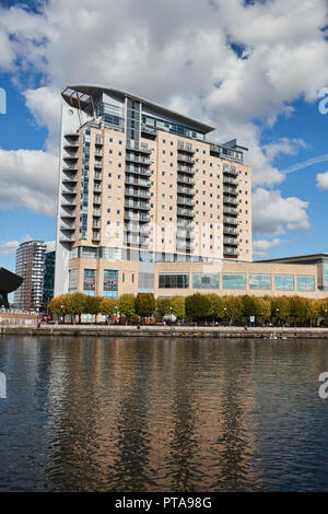 A view of the Lowry Outlet Mall, Vue Cinema, Block of Flats, Salford Quays, Greater Manchester, UK - Stock Photo