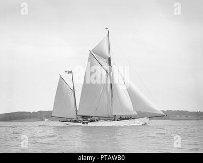 The 96 ft ketch 'Julnar', 1911. Creator: Kirk & Sons of Cowes. - Stock Photo