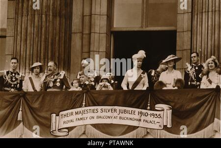 'Their Majesties Silver Jubilee 1910-1935. Royal Family on Balcony at Buckingham Palace', 1935. Souvenir postcard celebrating the 25th anniversary of the reign of King George V (1865-1936), and Queen Mary of Teck (1867-1953) who were crowned in June 1911. Also present on the balcony are Prince Albert Frederick of Wales (future King George VI) and The Duchess of York (future Queen Elizabeth the Queen Mother). [Published 1935] - Stock Photo