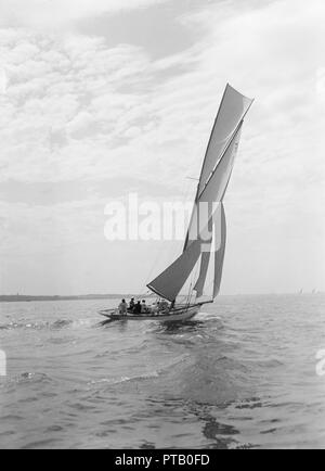 The 10 Metre class sailing yacht 'Irex', 1911. Creator: Kirk & Sons of Cowes. - Stock Photo
