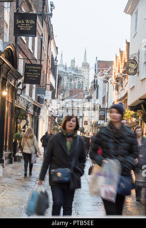 York, UK – 12 Dec 2016: A Christmas shoppers throng the busy pedestrian lanes of York's historic old town on 12 Dec at Stonegate, York - Stock Photo