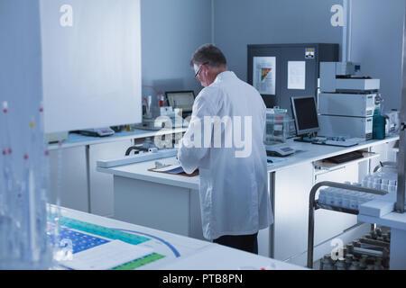 Male scientist experimenting in laboratory - Stock Photo