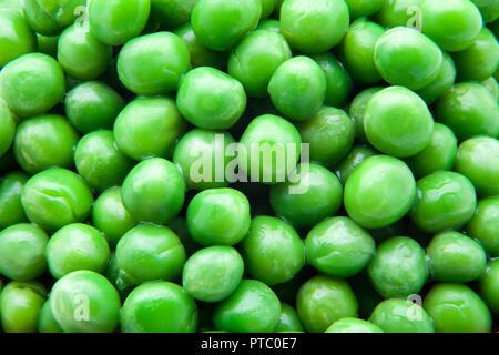 fresh green peas ready to eat