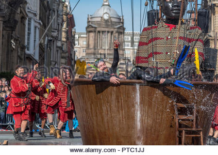 Royal De Luxe Giants visit Liverpool for the last time. - Stock Photo