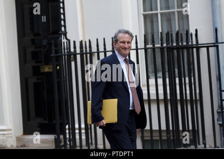 London,UK,9th October 2018,Secretary of State for Education, The Rt Hon Damian Hinds MP arrives for the Cabinet meeting in 10 Downing Street, London.Credit: Keith Larby/Alamy Live News - Stock Photo