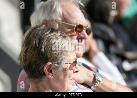 London,UK. 9th October 2018. People enjoy the beautiful autumn sunshine in Trafalgar Square on a warm sunny day as October is month tpo be the hottest in 7 years as the Indian Summer returns Credit: amer ghazzal/Alamy Live News - Stock Photo