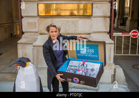London, UK. 9th October, 2018. Gillian Anderson (pictured) arrives with the 350k signature petition in a well-travelled suitcase - as a Greenpeace Antarctic Ambassador she visits the Foreign & Commonwealth Office to deliver a petition calling for the creation of the largest protected area on Earth – a 1.8 million square kilometre Antarctic Ocean Sanctuary. Credit: Guy Bell/Alamy Live News - Stock Photo