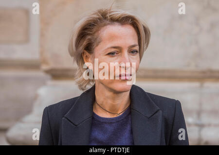 London, UK. 9th October, 2018. Gillian Anderson (pictured), Greenpeace Antarctic Ambassador, visits the Foreign & Commonwealth Office to deliver a 350k signature petition calling for the creation of the largest protected area on Earth – a 1.8 million square kilometre Antarctic Ocean Sanctuary. Credit: Guy Bell/Alamy Live News - Stock Photo