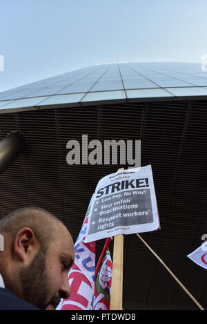 Aldgate, London, UK. 9th October 2018, Uber drivers staging a 24hr strike and protest outside the Uber HQ in Aldgate. Credit: Matthew Chattle/Alamy Live News - Stock Photo