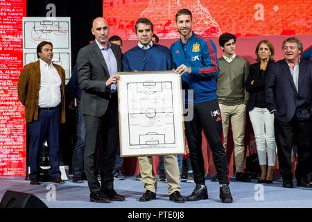 Madrid, Spain. 9th October, 2018. President of the Spanish Royal Federation of Soccer (RFEF), Luis Rubiales (L), and captain of the Spanish national soccer team Sergio Ramos (R) take part in the tribute that the body payed to former national soccer team head coach Luis Aragones with the documentary 'Luis, the sage of success' at the Soccer City of Las Rozas, Community of Madrid, Spain, 09 October 2018. EFE/Rodrigo Jimenez Credit: EFE News Agency/Alamy Live News - Stock Photo