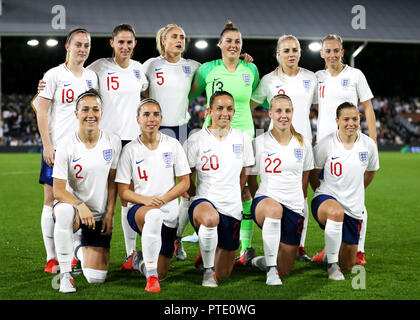Craven Cottage, London, UK. 9th Oct, 2018. Womens International Football Friendly, England versus Australia; England players pose for a team photo Credit: Action Plus Sports/Alamy Live News - Stock Photo