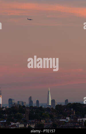 Alexandra Palace, London UK. Tuesday 9th October 2018. UK Weather, pink skies over London during sunset. London skyline with shard. Credit: carol moir/Alamy Live News - Stock Photo