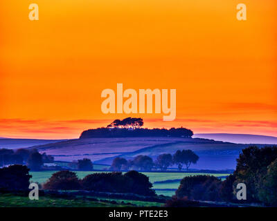 Minning Low hill. 9th Oct 2018. UK Weather spectacular sunset over Minning Low hill Historic England monument with a chambered tomb & two bowl barrows Peak District National Park, UK HDR brackets Credit: Doug Blane/Alamy Live News - Stock Photo
