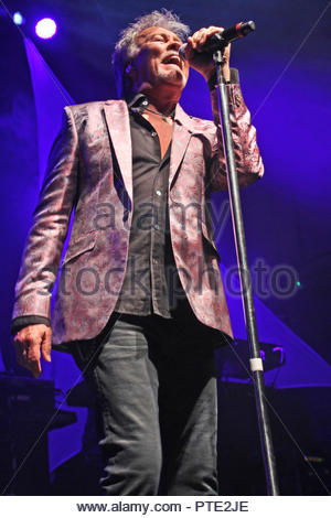 Cheshire, UK. 9th Oct 2018. Paul Young brings his '35 Years Of No Parlez' tour to a sold out Warrington parr hall, Cheshire on Tuesday 09 October 2018 Credit: cheshire snapper/Alamy Live News - Stock Photo