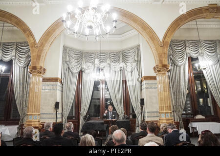 London, UK. 09 October 2018. London, England. Lord Bilimoria at the National Liberal Club's David Lloyd George Room. Lord Bilimoria is a crossbencher peer, the first Zoroastrian Parsi to do so. Co-founder of Cobra beer, he spoke about Anglo-Indian relations, business, the value of the House of Lords and Brexit which he disagrees with. He posed by a portrait of Dadabhai Naoroji, the first Asian MP. © Peter Hogan/Alamy Live News - Stock Photo
