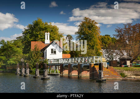 England, Berkshire, Goring on Thames, lock keepers cottage at weir and sluices on River Thames - Stock Photo